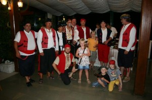 Cetina Caroline och Ida med de 10 piraterna
