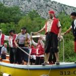 Omis Piraterna attackerar